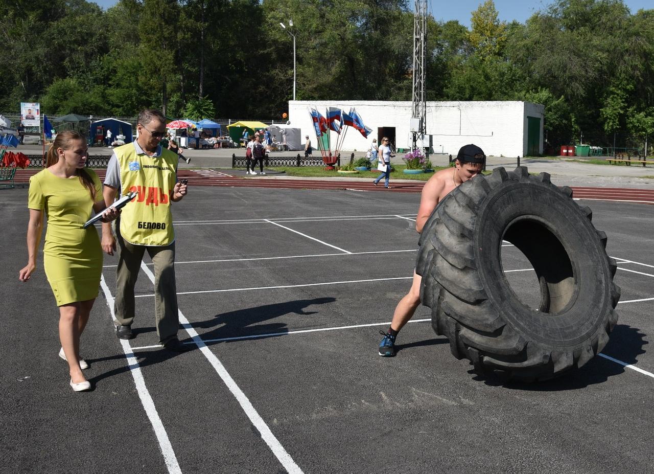 FeATSbAjwdA - В Белово в день физкультурника прошли масштабные «Молодецкие игры». На