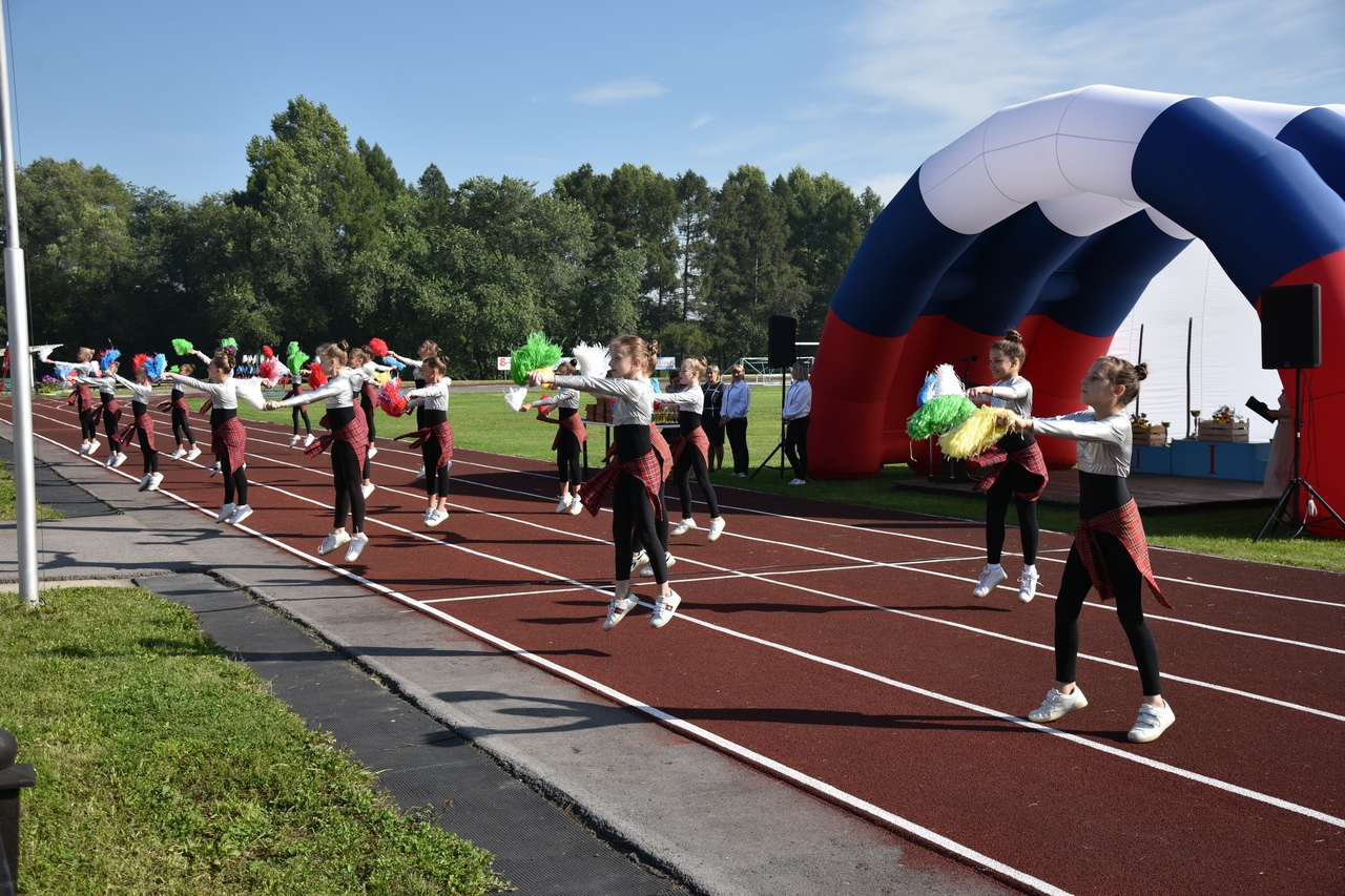 7TSuih7F1NI - В Белово в день физкультурника прошли масштабные «Молодецкие игры». На