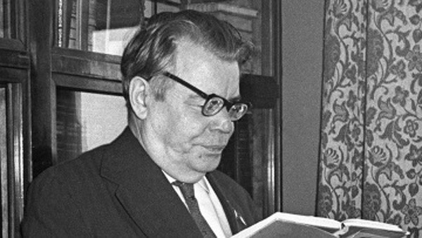 история создания песни «огонек» 19 апреля 1943 года в газете правда было напечатано стихотворение михаила исаковского огонёк с подзаголовком песня, но ни нот, ни подстрочника не было. музыку к стихотворению стали сочинять многие композиторы и
