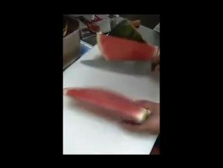 учисьучись резать арбуз
