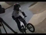 11-ти летняя девочка на BMX