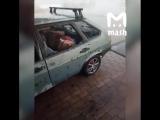 Краснодарский край. Там прошёл сильный дождь с градом, погиб один человек. Вот как выглядит настоящий день жестянщика.