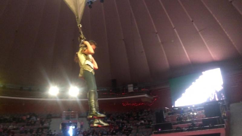 Турсуной под куполом Курского цирка
