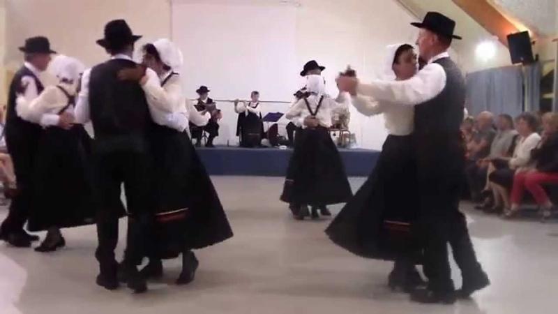 Valse Ecossaise et Galloise par le groupe folklorique Val d'Arguenon