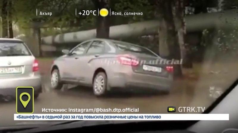 На улице Трамвайной в Уфе автомобиль угодил в огромную яму
