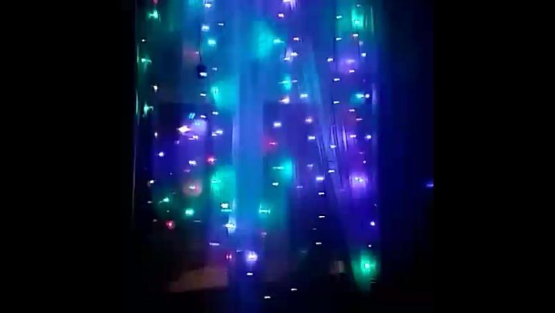 в моем доме уютно и тепло, наступает праздник. А также радую прохожих за окном. мерцают огоньки, в безоблачной ночи!