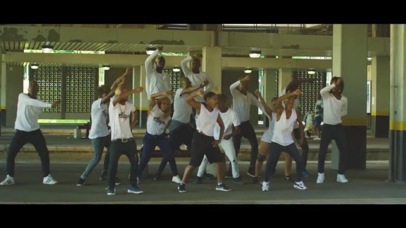 Dladla Mshunqisi Ft Distruction Boyz DJ Tira - Pakisha (Official Music Video)