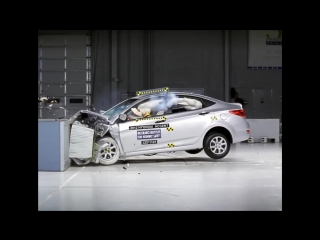 2012 Hyundai Accent moderate overlap IIHS crash test