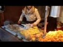 Как делают чипсы хорошее настроение картошка кухня кафе столовая девушка студентка жарка картошки готовка повар