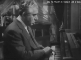 Арам Хачатурян играет своё Андантино