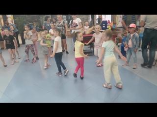 Радуга_танцы перед телевизором