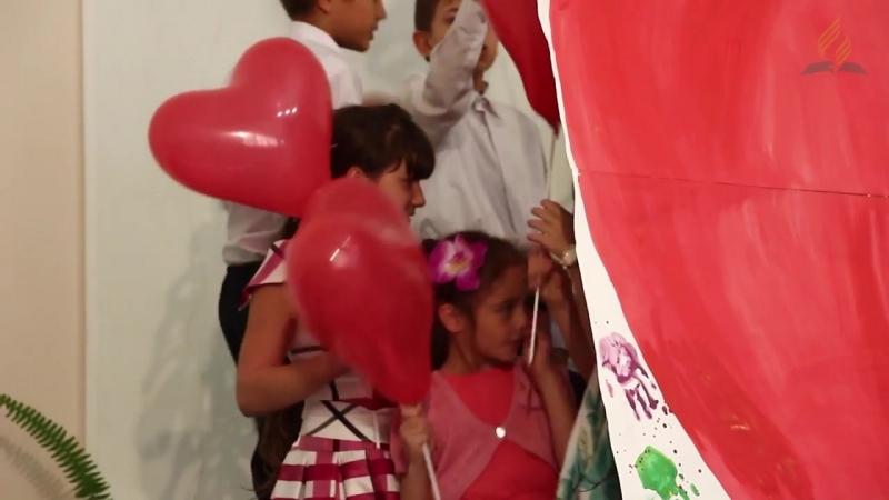 «Только Любовь, Божья Любовь», пение детей