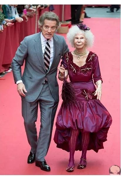 Внук богатейшей женщины Испании герцогини Альбы Фернандо Фитц-Джеймс Стюарт женился на своей давней возлюбленной Софии Паласуэло.