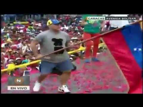 Maradona baila para Nicolás Maduro en cierre de campaña de Venezuela