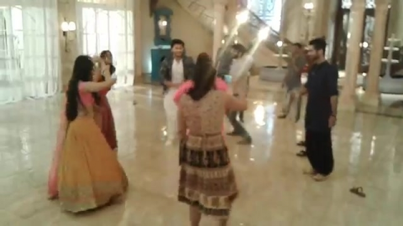 Ishqbaaz team on set masti.mp4
