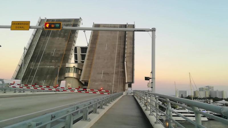 Как разводят мосты в США