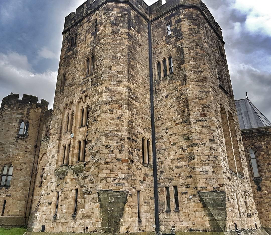 Замок Алник (англ.