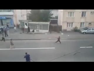 В Румынии две цыганские семьи устроили массовую драку с металлическими прутьями и топорами ДТП