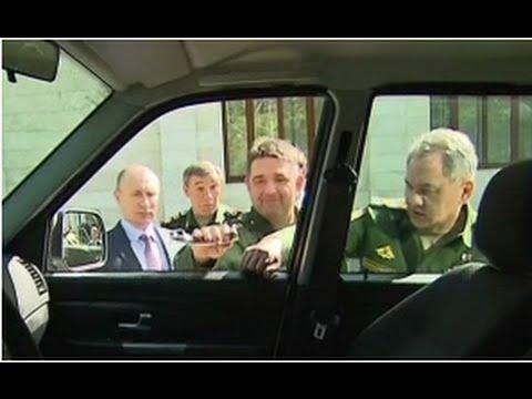 Генерал оторвал ручку у УАЗ «Патриот», показывая Путину новую технику