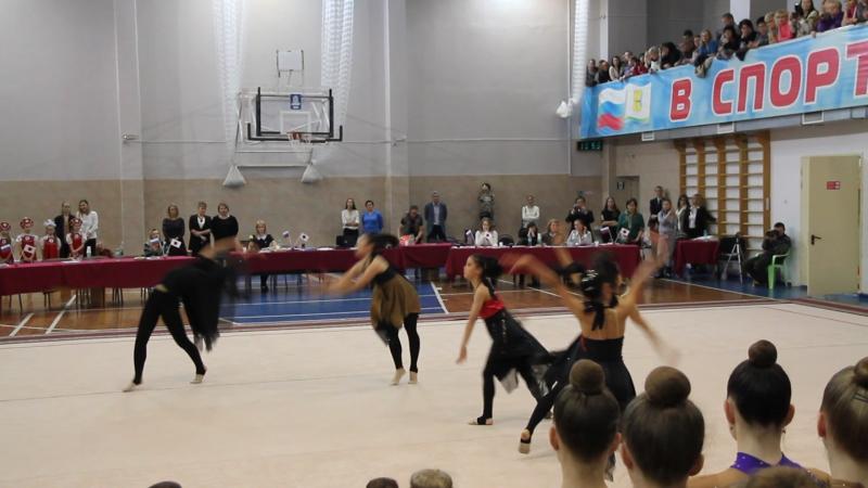 Выступление японских гимнасток