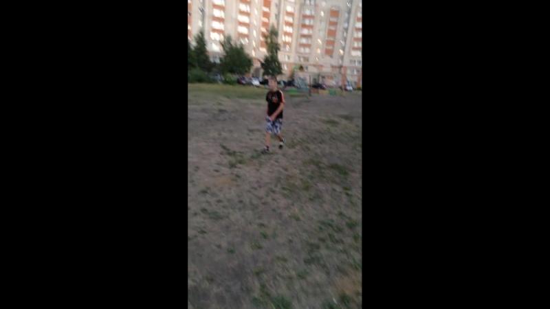 Рузаевка, бабулька не дает играть в футбол