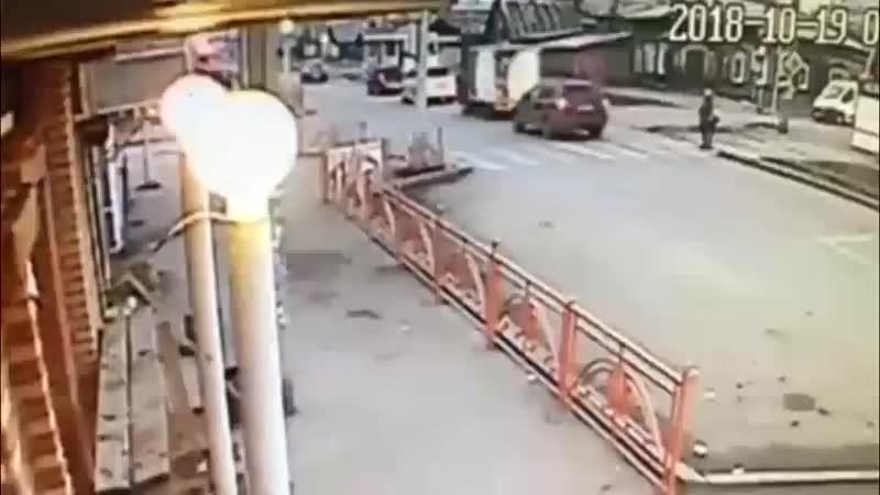 ДТП в Иркутске автомобиль сбил женщину с 4-летним ребенком на пешеходном переходе