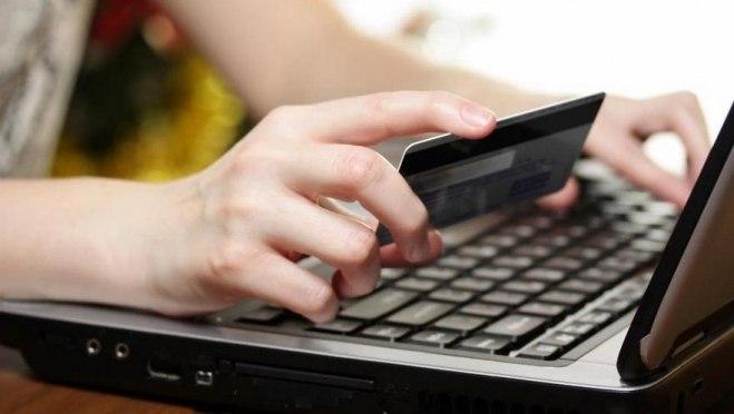 Жительница Йошкар-Олы разместила в Интернете объявление о продаже стола и лишилась денег