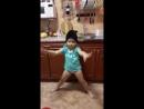 Соня танцует дома.