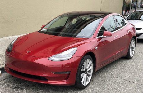 Tesla Model 3 побила новый рекорд.