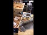 Илья Белов в кофейне