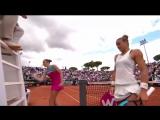 Проиграла в теннис и выместила злость (Каролина Плишкова)