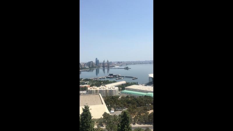 Баку - город контрастов.