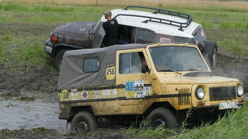 ПОПЫТКА УНИЗИТЬ Toyota FJ Cruiser участвуют ЛуАЗ, Land Rover Freelander