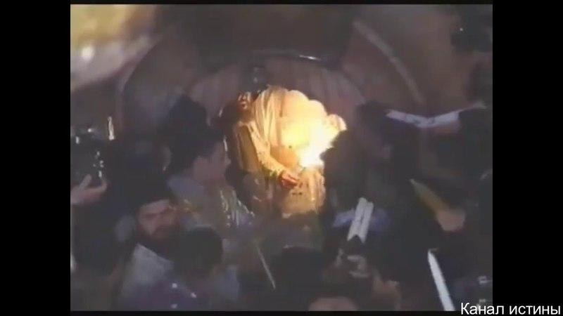 Благодатный огонь больше не сходит - сравнение видео архивов 1995 и 2018
