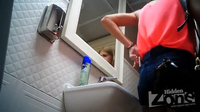 Скрытая камера в туалете. 5