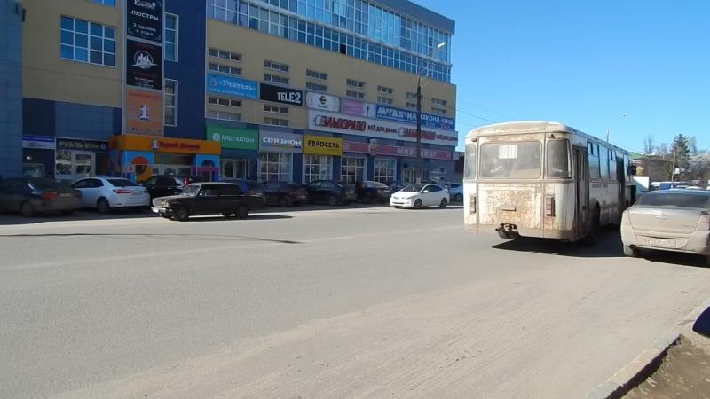 Арзамас, ЛиАЗ-677М (АУ 195 52) отправляется от остановки Парк им. А.П.Гайдара, 14.04.2018