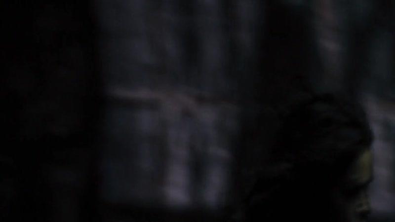Форсаж 6. Летти сражается с Райли. Райли душит Летти.
