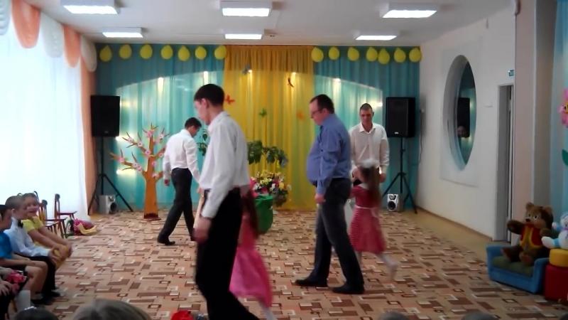 Танец пап и дочек! Плакал весь зал. детский сад №244 Ульяновск Скачать в HD Скачать в HD