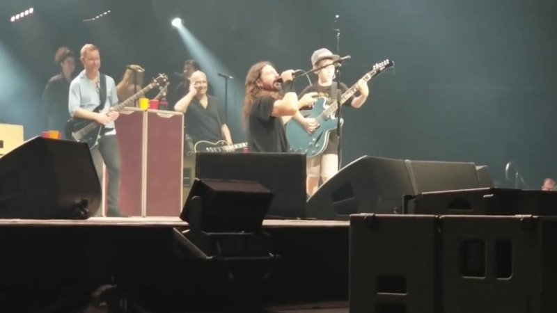 Foo Fighters cover Enter Sandman w- 10 year old LI.mp4