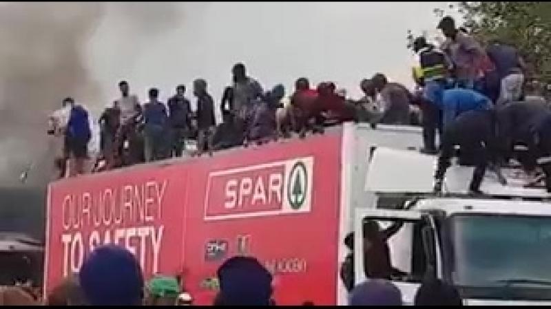 France Migrants having fun️ mp4