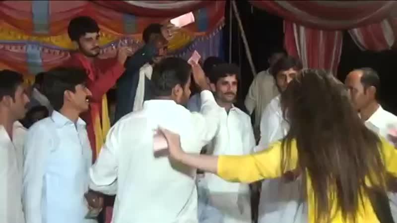 Mehak_Malik_chapak_chapak_hot_crazy_dance_2018