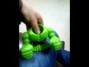 о чем думают взрослые сидя на работе держа в руках детскую игрушку