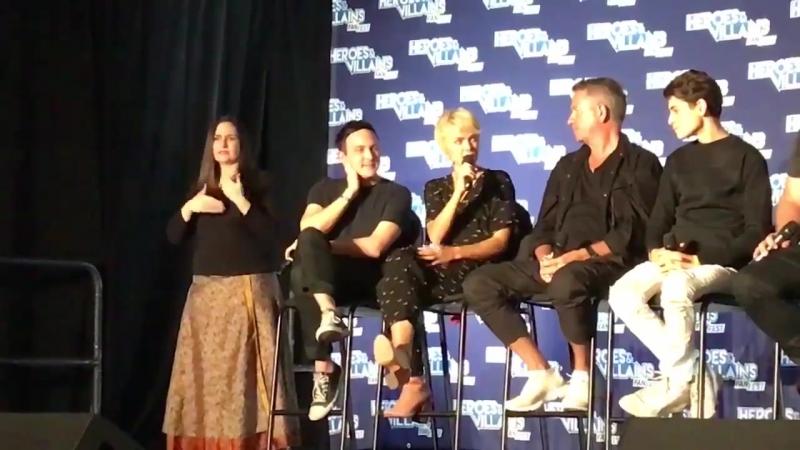 Робин Лорд Тейлор на конвенции «Heroes and Villians» в Эдисоне, штат Нью-Джерси (08.09.2018)