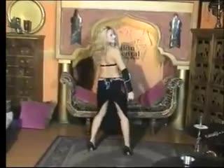 الملكة بترقص على أنغام .. سلم على