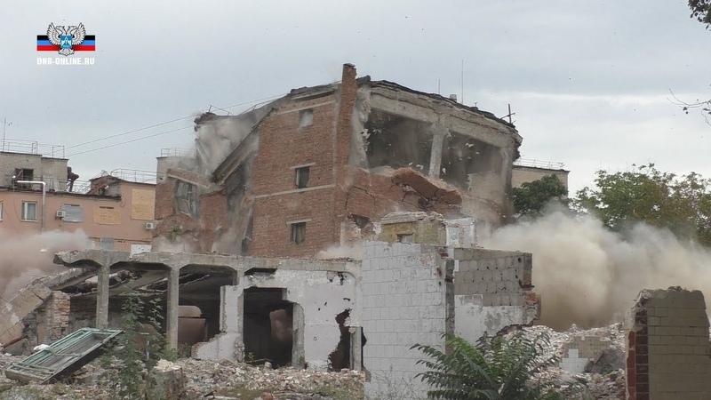 Сотрудники МЧС ДНР осуществили демонтаж аварийного здания методом подрыва