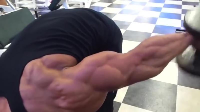 Korean Bodybuilder working those Triceps