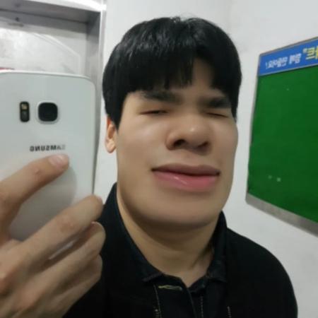 """킹태곤🙋♂️ 화이티이이이이잉 on Instagram """"현실 -3E 보정 . . . . . . . 브이 🤔 셀스타그"""