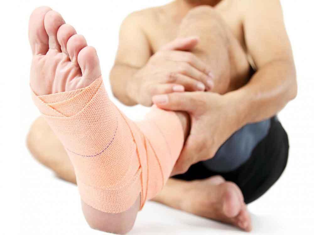 Кроссовки могут помочь защитить лодыжку от скручивания.