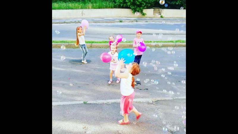 1.06.18 День защиты детей 😍. Праздник для деток около подъезда 🤩. Доченька пригласила друзей👍😊✌️🎈