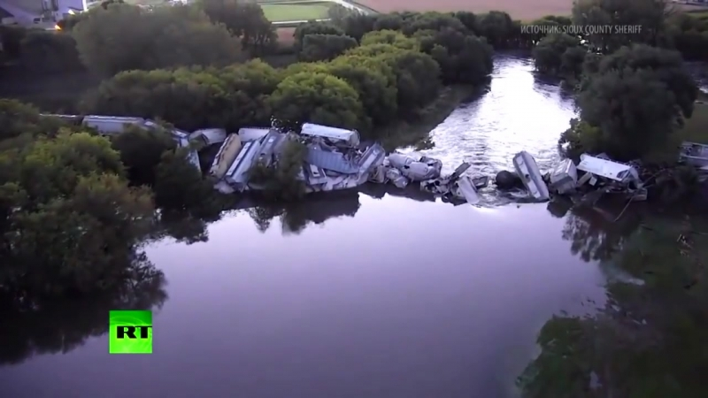Последствия обрушения моста с грузовым поездом в США_ видео с беспилотника